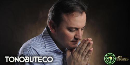 Padre Ezequiel dedica música para Gugu Liberato