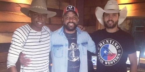 Arnaldo Moreno lança a música 'Toca Um Modão Aí' com Lucas Reis e Thácio