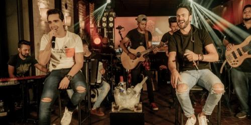 Sinésio e Henrique divulgam a música 'Rotina Velha', mais uma do 'DVD Com Você No Topo'