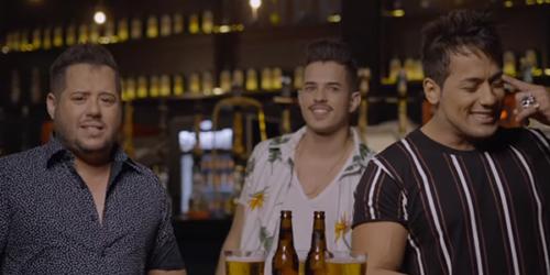Hugo e Tiago cantam 'Microfone de Garrafa' com Bruno Rosa