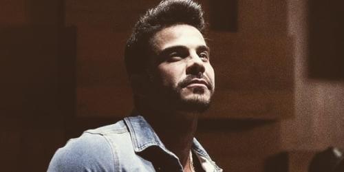 Lucas Moraes trabalha a divulgação da música 'Eu finjo que te amo'